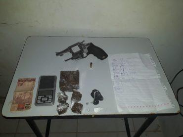 Menor infrator é apreendido e em sua casa localizada arma de fogo e drogas