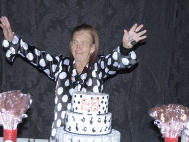Dona Alcina faz 88 anos com muito estilo