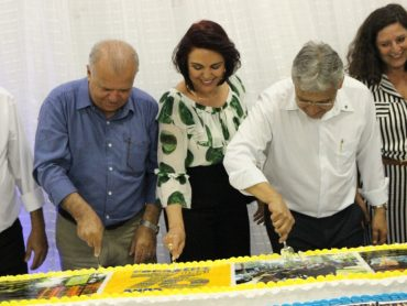 Unaí 76 anos: homenagem aos servidores aposentados em 2019, apresentação da banda e bolo de 76 kg marcam a parte oficial da festa