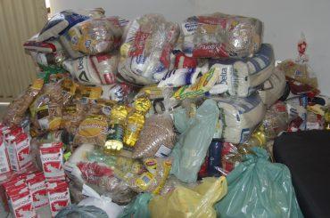 Live Solidária arrecada mais de 50 cestas básicas que irão atender várias famílias e moradores de rua.