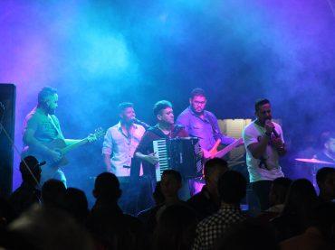 Noite de sábado muito animado na 74° tradicional festa de Garapuava.