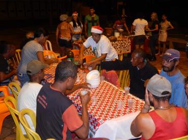Cantinho da Solidariedade promove Ceia de Natal especial para moradores de rua