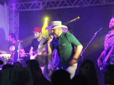 Flavio Brasil Finaliza a Tradicional Festa do Tamboril